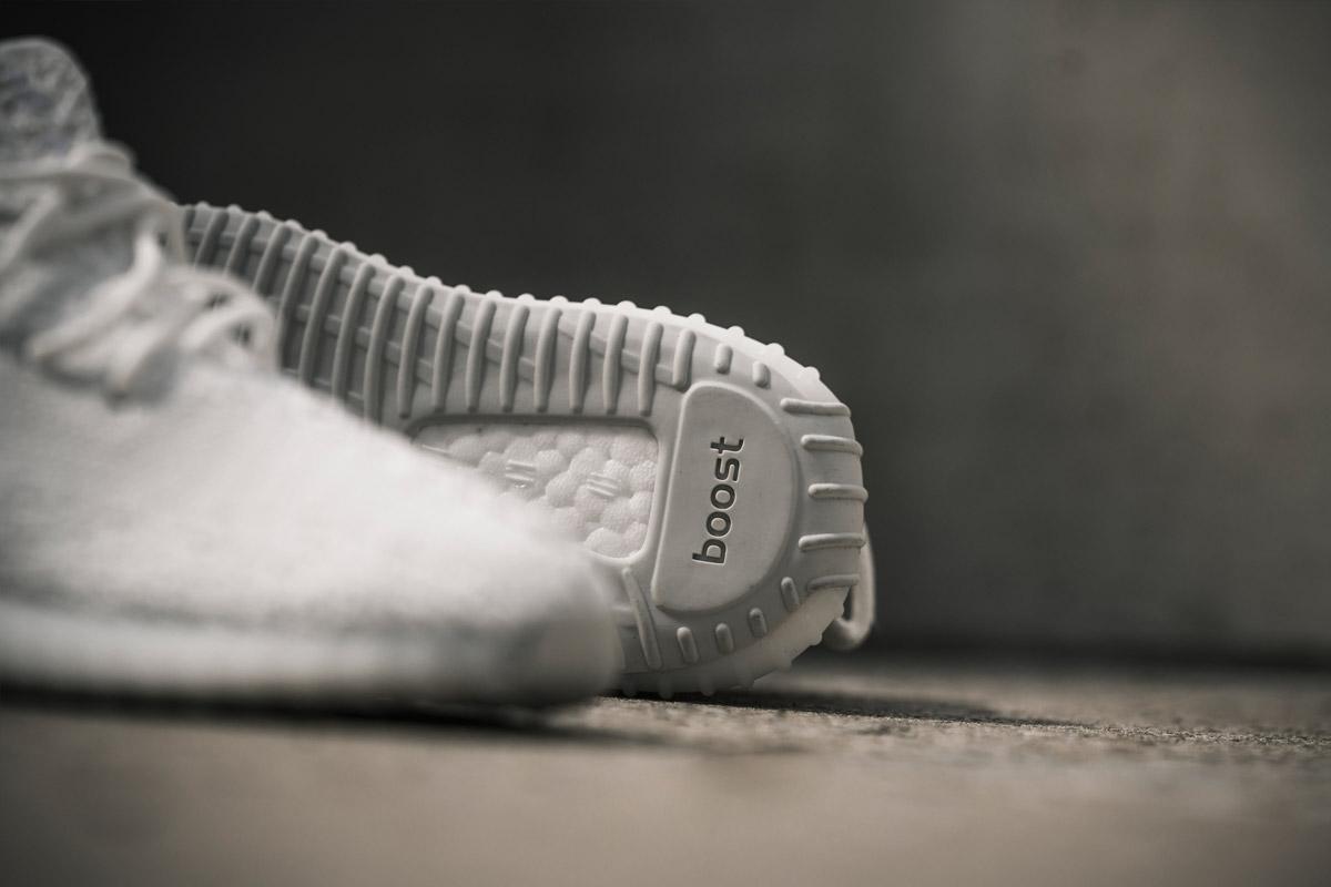アディダス オリジナルス イージー ブースト 350 V2 クリーム ホワイト/クリーム ホワイト