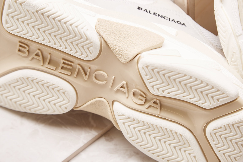 バレンシアガ トリプルS ホワイトクリーム