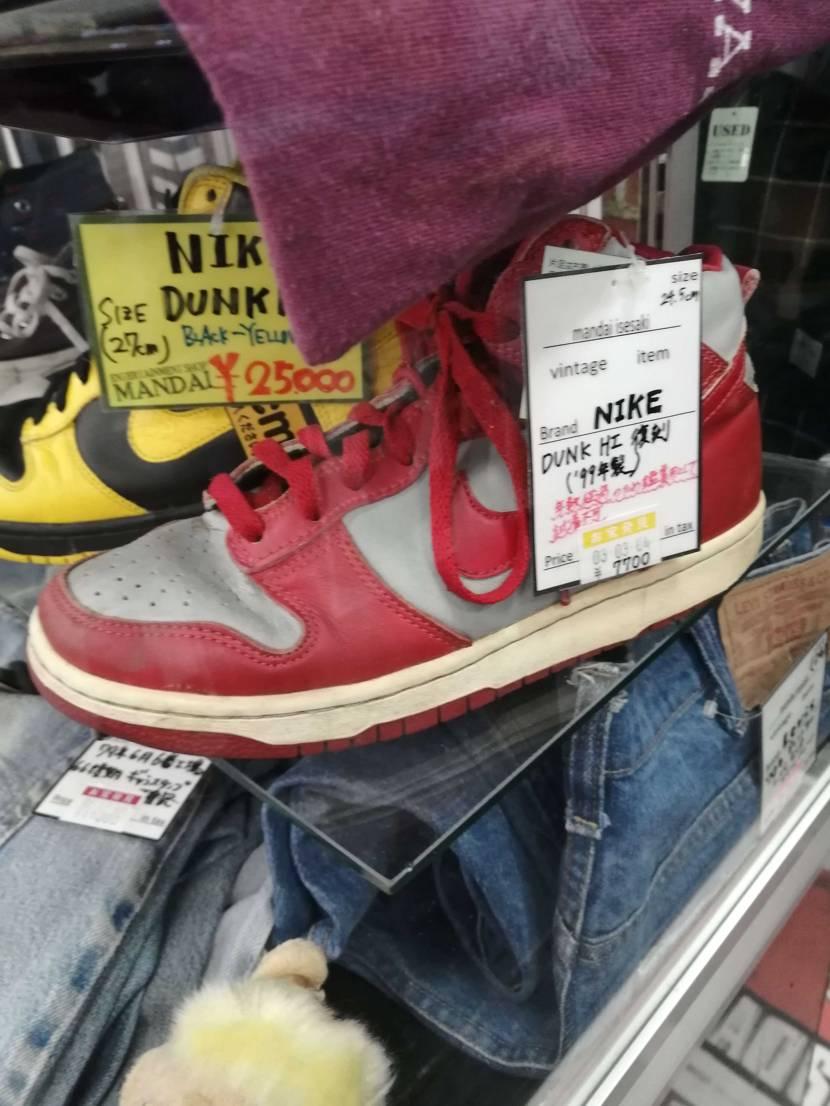 よくわからないのですがこの靴は安く売ってるほうですか?スニーカーに詳しい人がいま