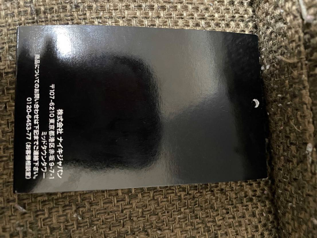 この黒タグと箱の字の太さはfakeの特徴に当てはまりますか?箱のサイズ表記なども