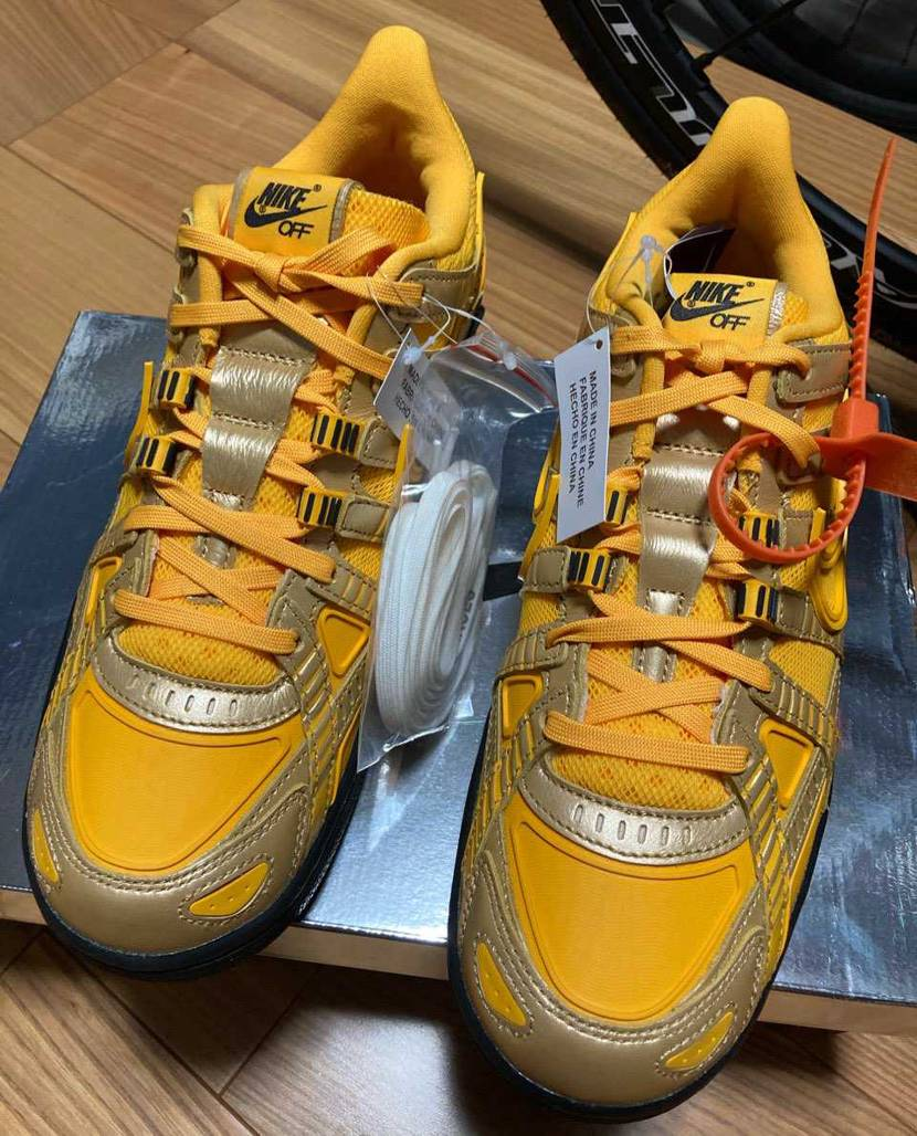 届きました👍 イカした安全靴ですね… サイズ感ですがマイサイぴったし! A