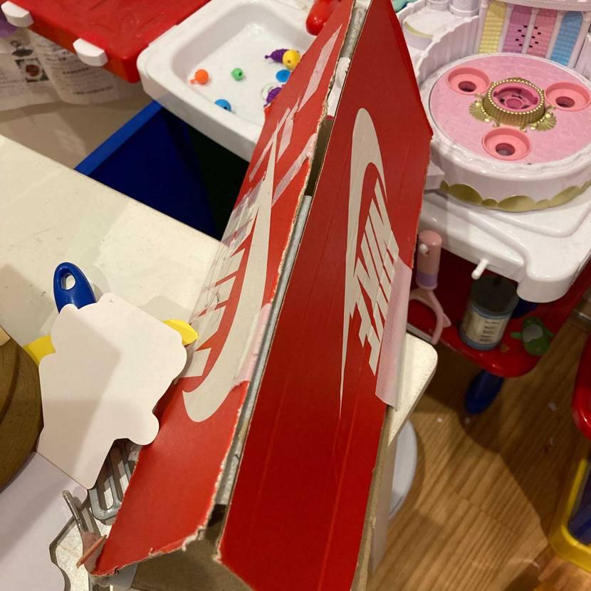 赤くてカッコいいからこの箱を使ったそうです🤤 いいセンスしてる