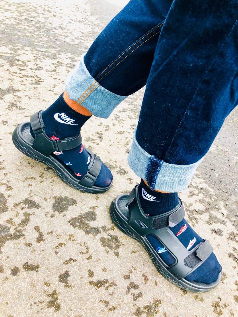 サンダルに靴下とかあんま好きじゃなかったけどこの靴下かわゆ٩( 'ω' )و