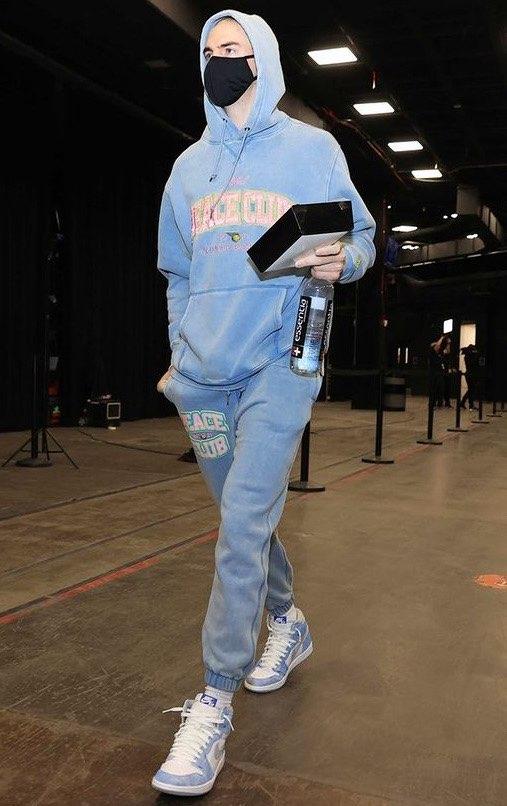 Lakers Lose... Lakersみんなハイパーロイヤル履いてるな。