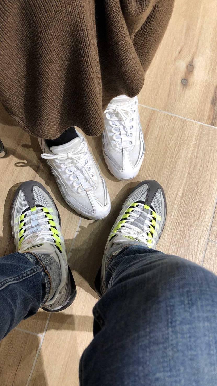 今年の履き納めはイエローグラデ。 今日は嫁とマックスおそろで年末の買い物へ(^