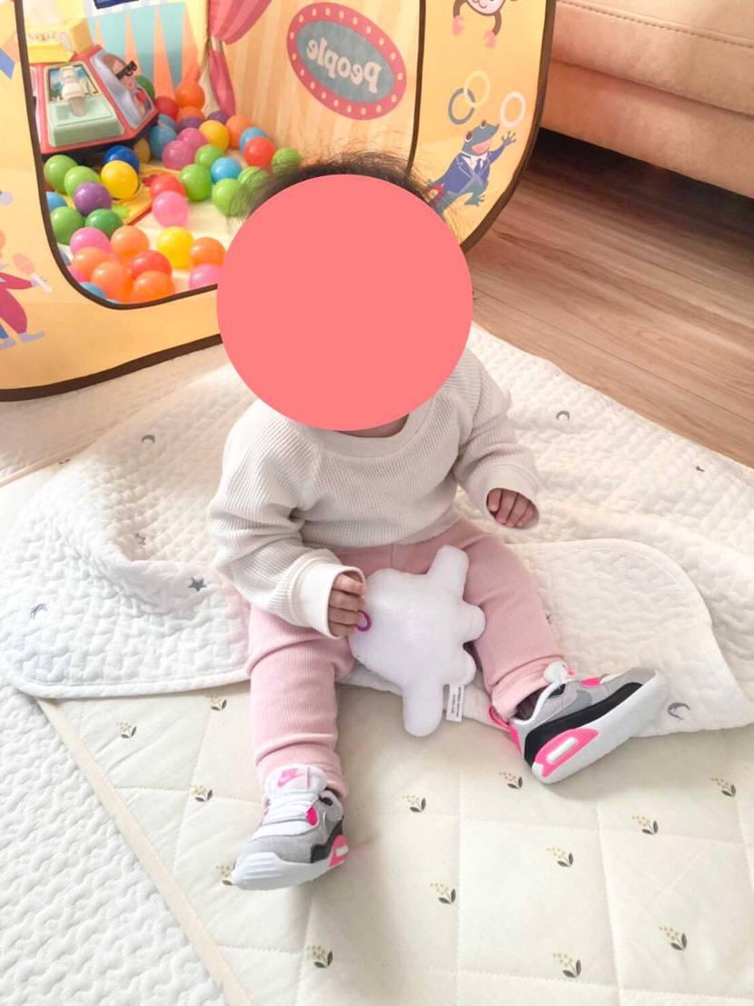 娘が産まれた投稿からはや一年経ちました… 昨日一歳となり無事スニーカーを履いて