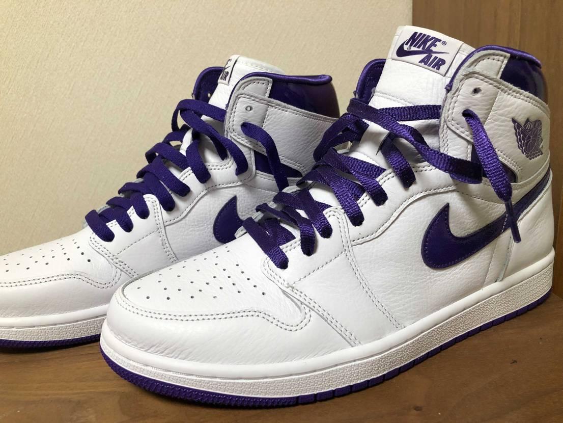 """奥:付属の紫紐 手前:dunk """"versity purple"""" の紫紐(光沢"""