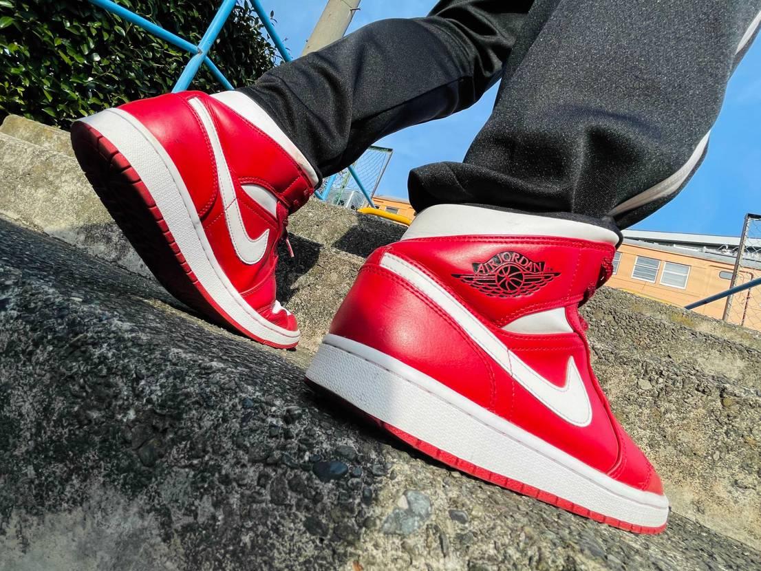 #red     #sneaker .    #sneakers .    #