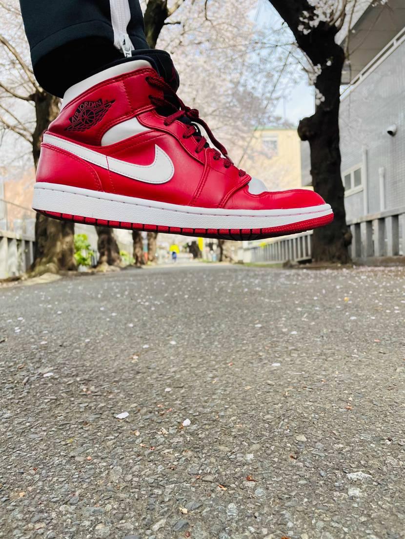 #red      #sneaker .    #sneakers .