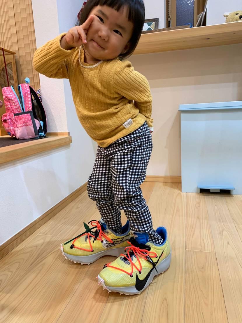 靴のデザインが斬新で興味あるらしく娘に履かれました🤔