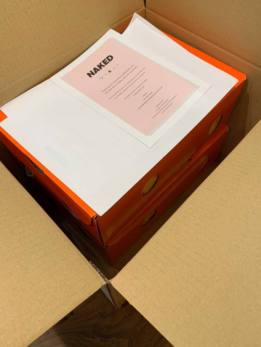先日、ネイキッドで同梱発送で買えた二足届きました👍ちょい大きめな段ボールにニ箱重