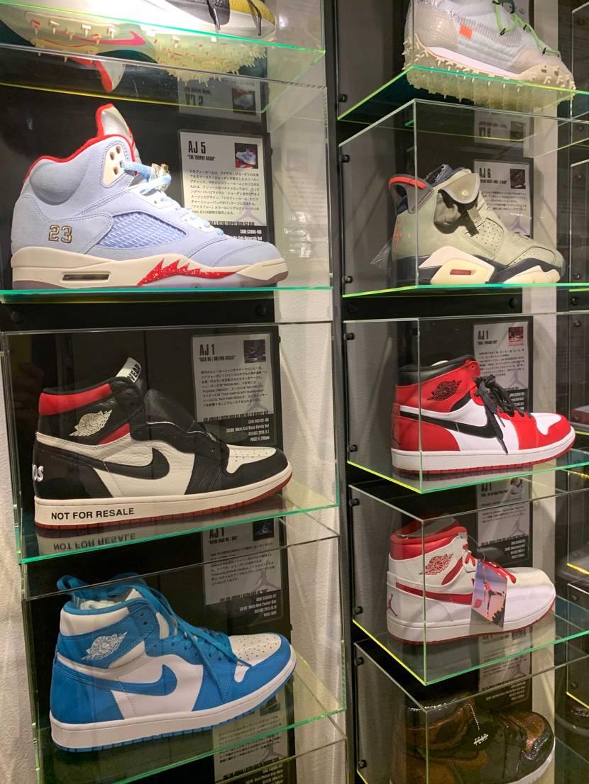 自分の部屋のオリジナルボックスコレクション完成しました👍飾りたい靴と配置がようや