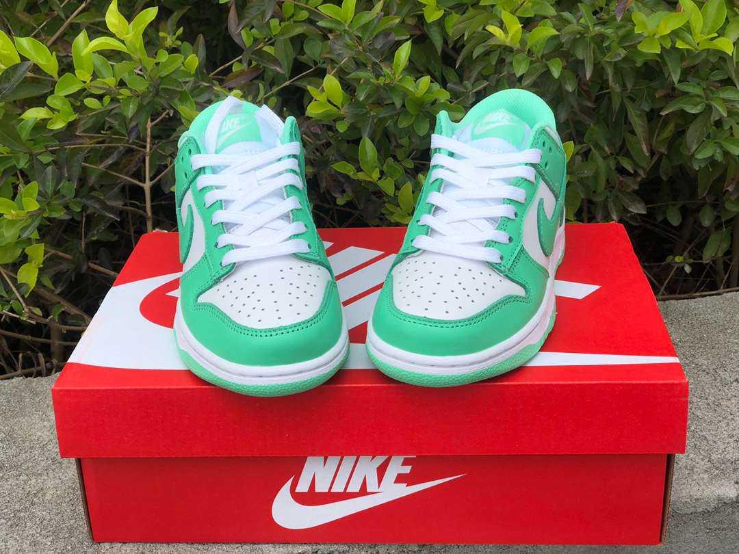 """新品スニーカー入荷! 第2弾 Nike Dunk Low """"Green Glow"""