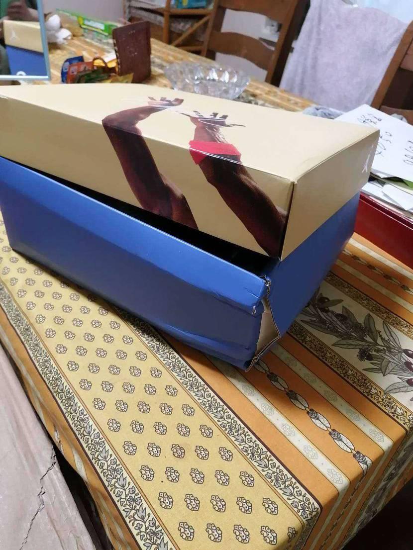 さすが佐川… よりによって取っておきたい箱に限っていつもより暴れん坊で… (._