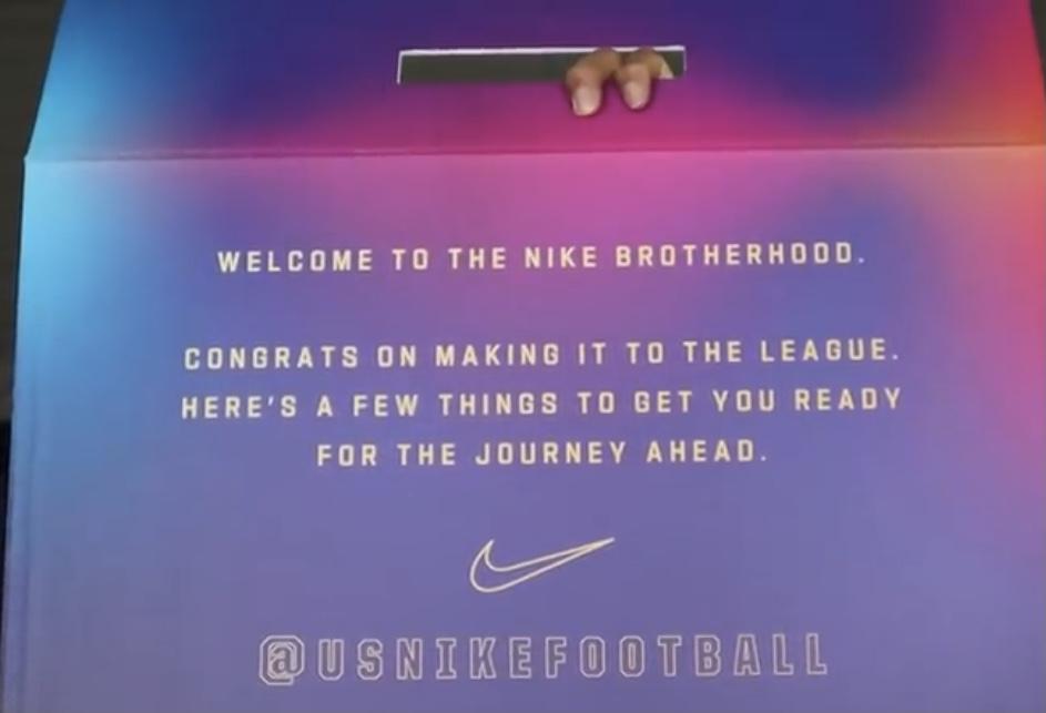 Nikeと契約した新人選手が貰えるBOXの一部らしい ジャージ、スペシャルAF