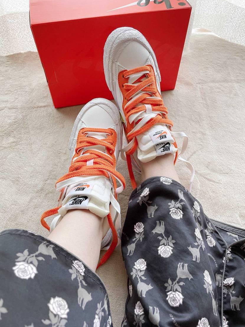 届きました。パジャマで失礼します シューレースどうするか履いたまま悩んです。