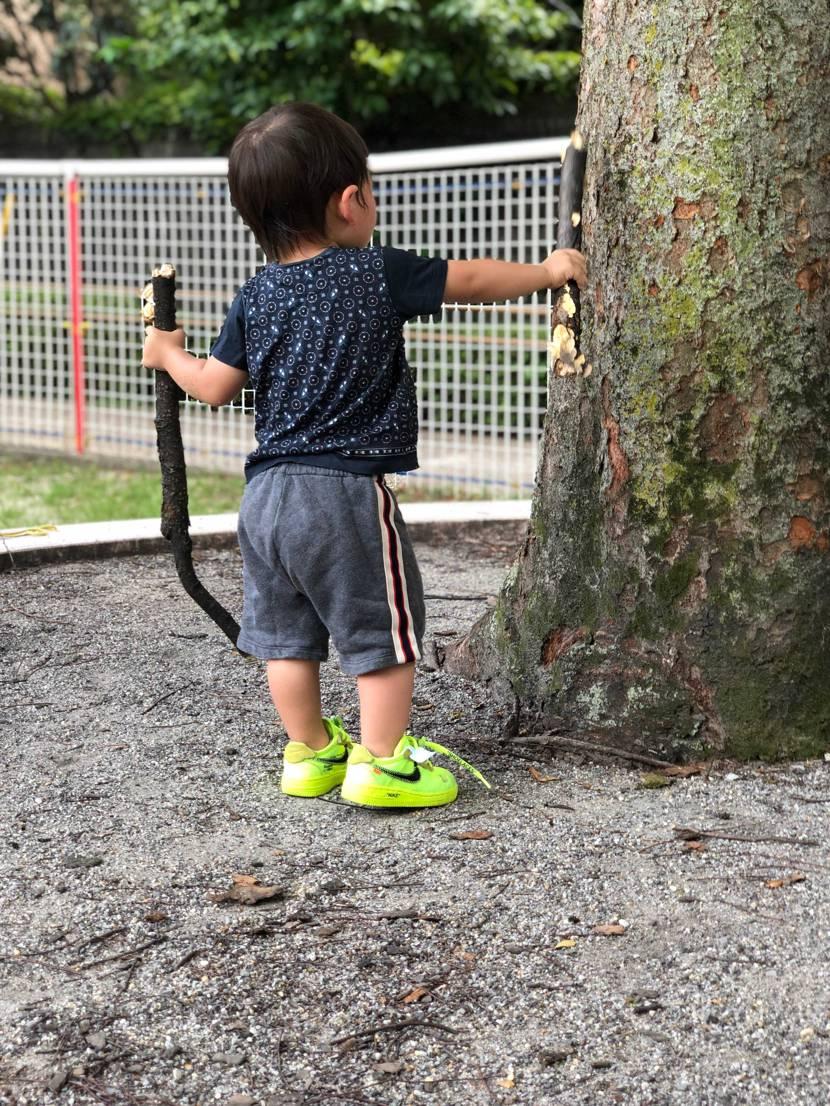 公園で張り切って遊んでおります😍 夏の写真ですが、夏の公園に似合う靴だなあ😜