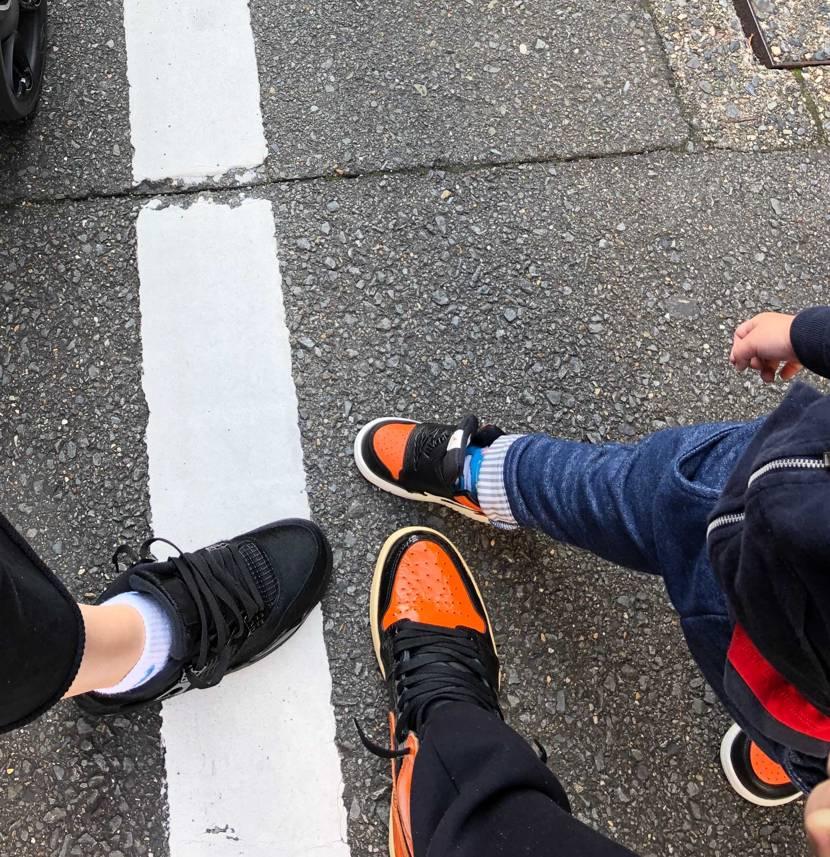 今日は3人ともおニューの靴で近所の児童館のお祭りに参加して来ました😋  奥さ