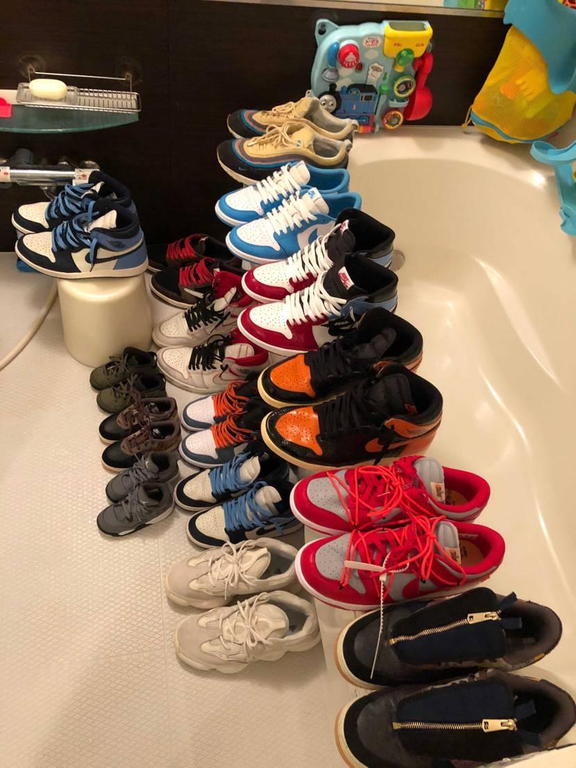 休みの日にお風呂場でスニーカーを洗って  浴室乾燥かけました。 普通の食器