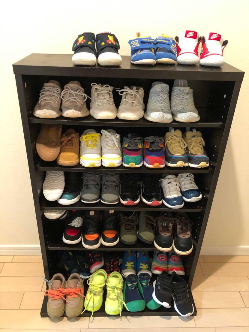 長男の下駄箱がいっぱいになって来ました😁  上の段は下のおチビの靴です。