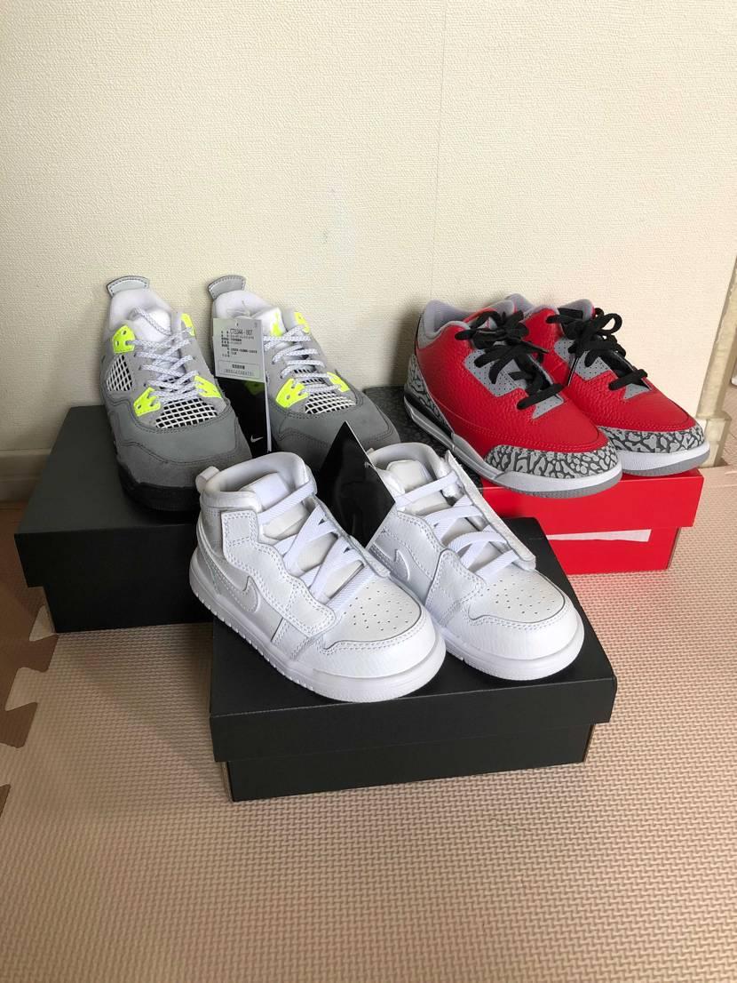 先週の土曜日に長男と次男の靴を買ってきました。 大人用は悩んだあげく、 今回