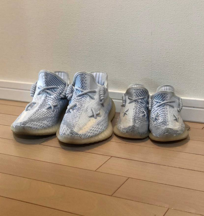 おチビの幼稚園が紐靴がダメとの事なので、 これにしてみました😄 ちなみに隣は