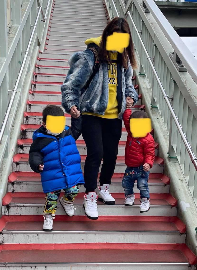 4人で同じ靴履きました。  久しぶりに子供に履かせました