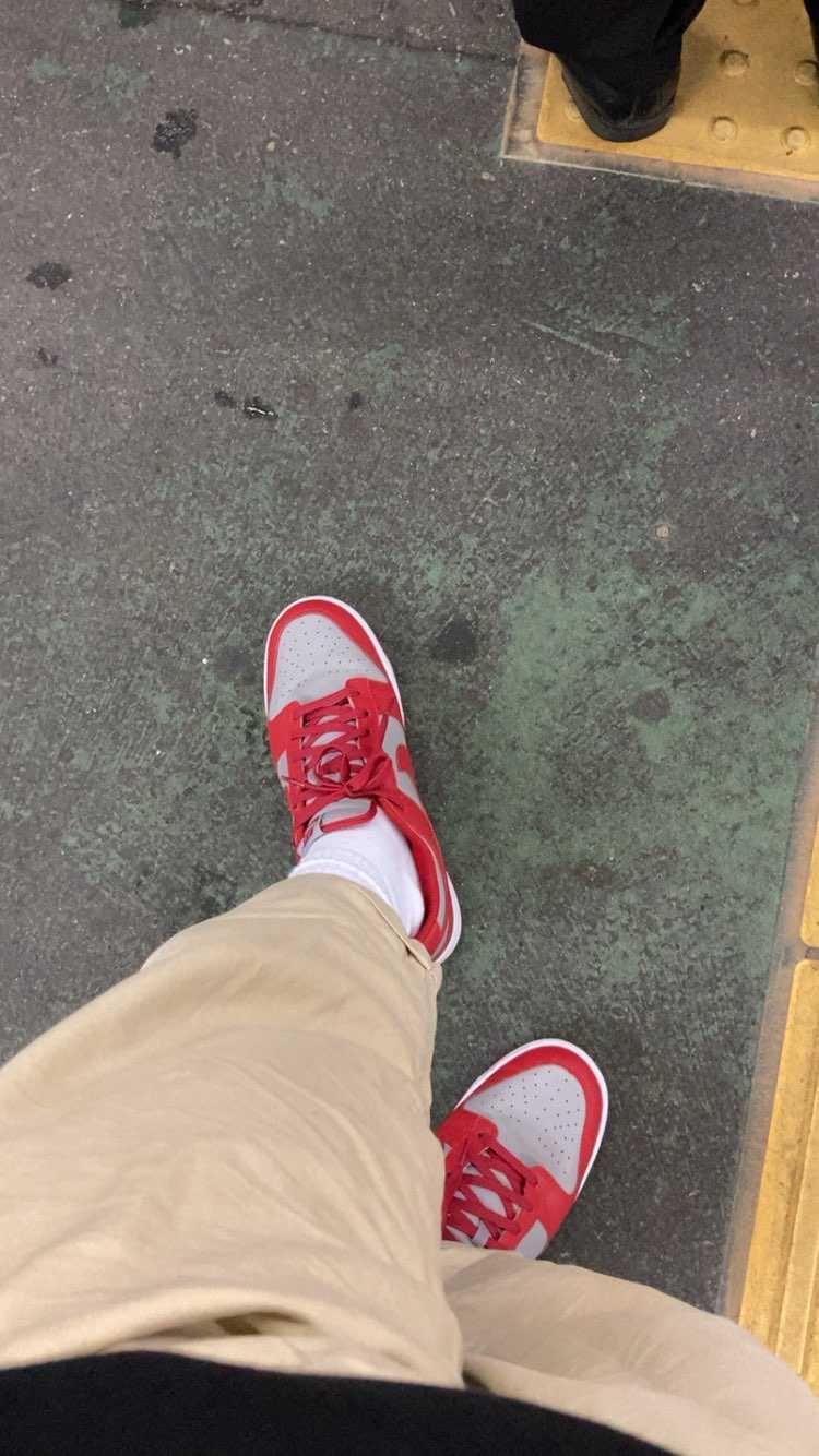 aj1ばっかり履いてたけどダンクlowが楽すぎる。  カレッジカラーすこ
