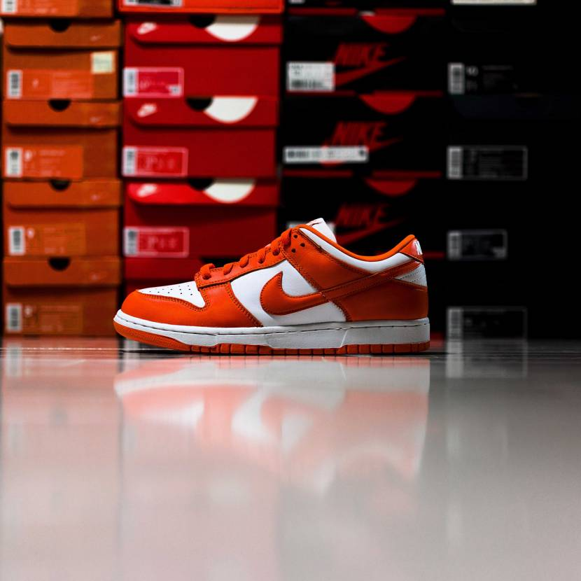 "2020年9足目NIKE DUNK LOW SP ""ORANGE BLAZE""。"