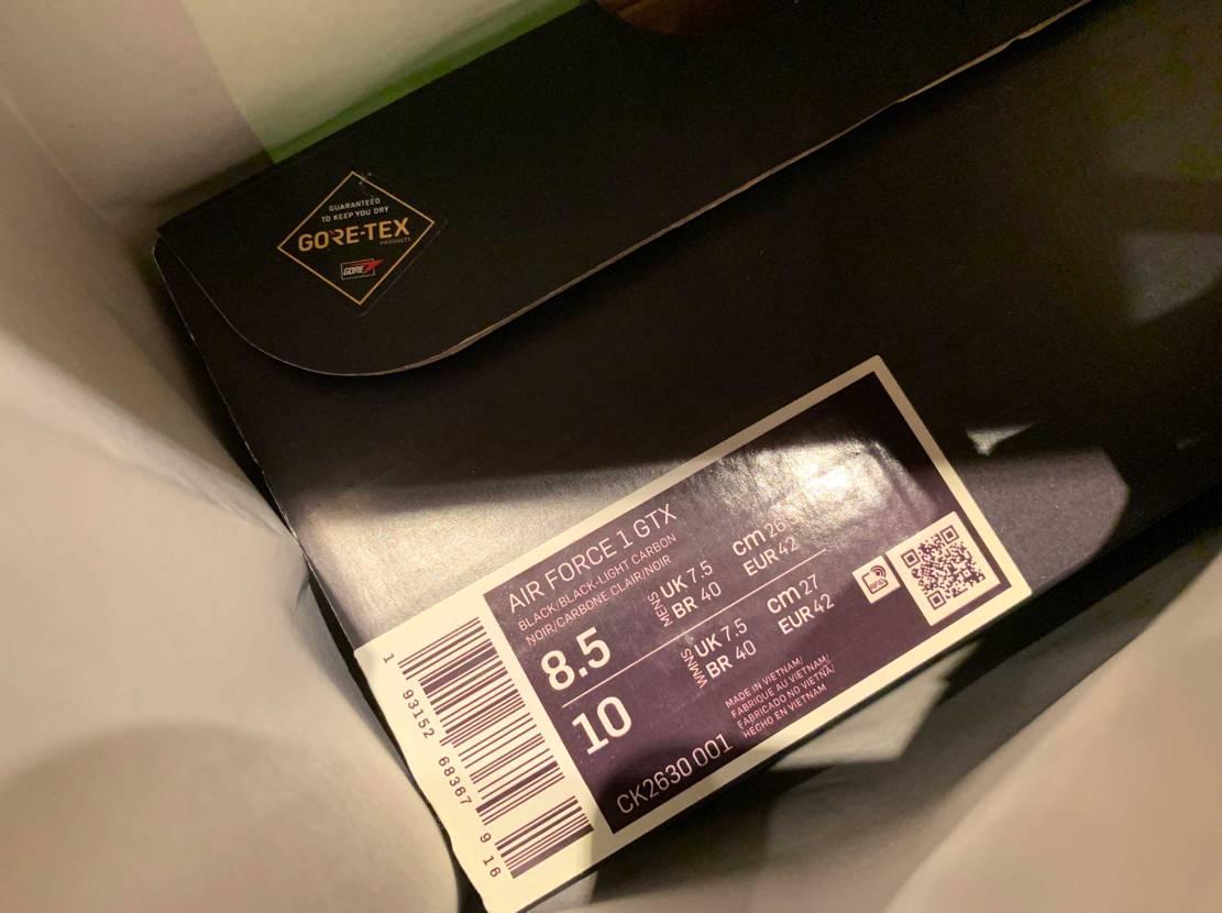 SNKRSでオリーブ注文したけど、実物見てブラック買ってきた!オリーブは返品にな