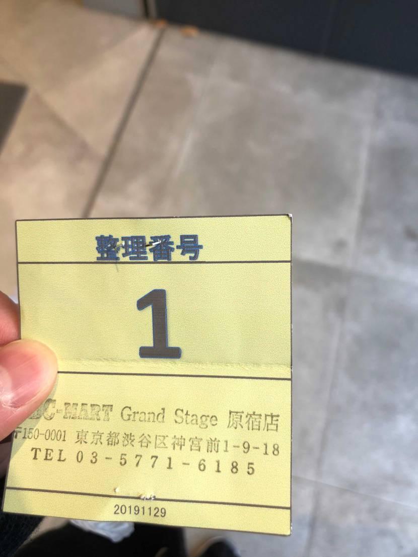 ABCマートの店頭抽選113人目で並び見事1番の抽選券を当てることができました🤩
