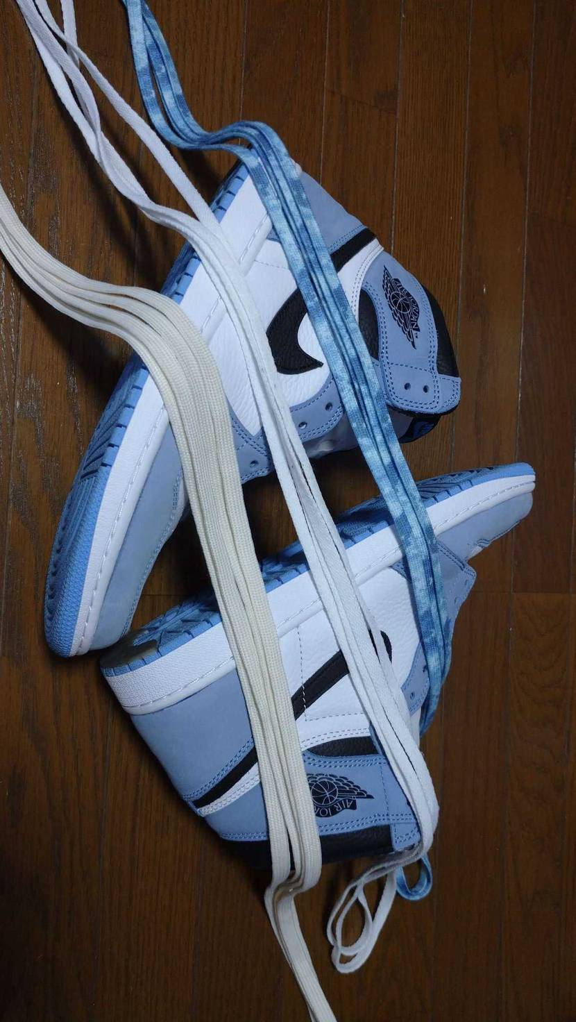 セイルとホワイトのシューレース ・・・ん~、、、やっぱりタイダイ風のシューレース