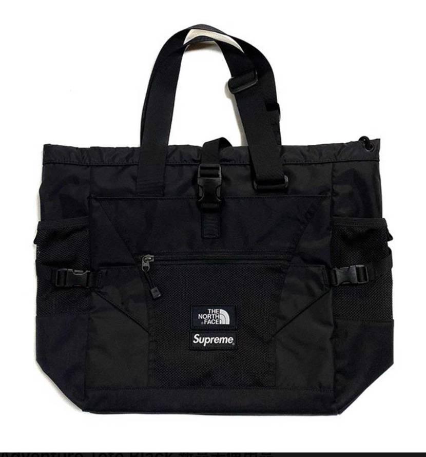 どなたかノースとシュプリームのトートバッグ国内店舗で購入された方いませんか?✨🎶