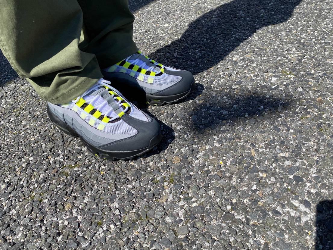 今日は天気が良かったので初下ろし やっぱりお気に入りのスニーカー履くのはたまり