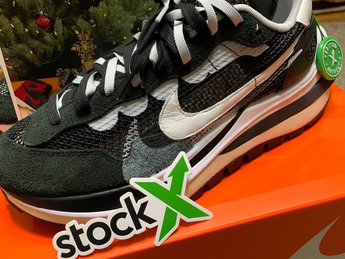 StockX で12月25日に購入して、昨日届きました!替えのシューレースは付属