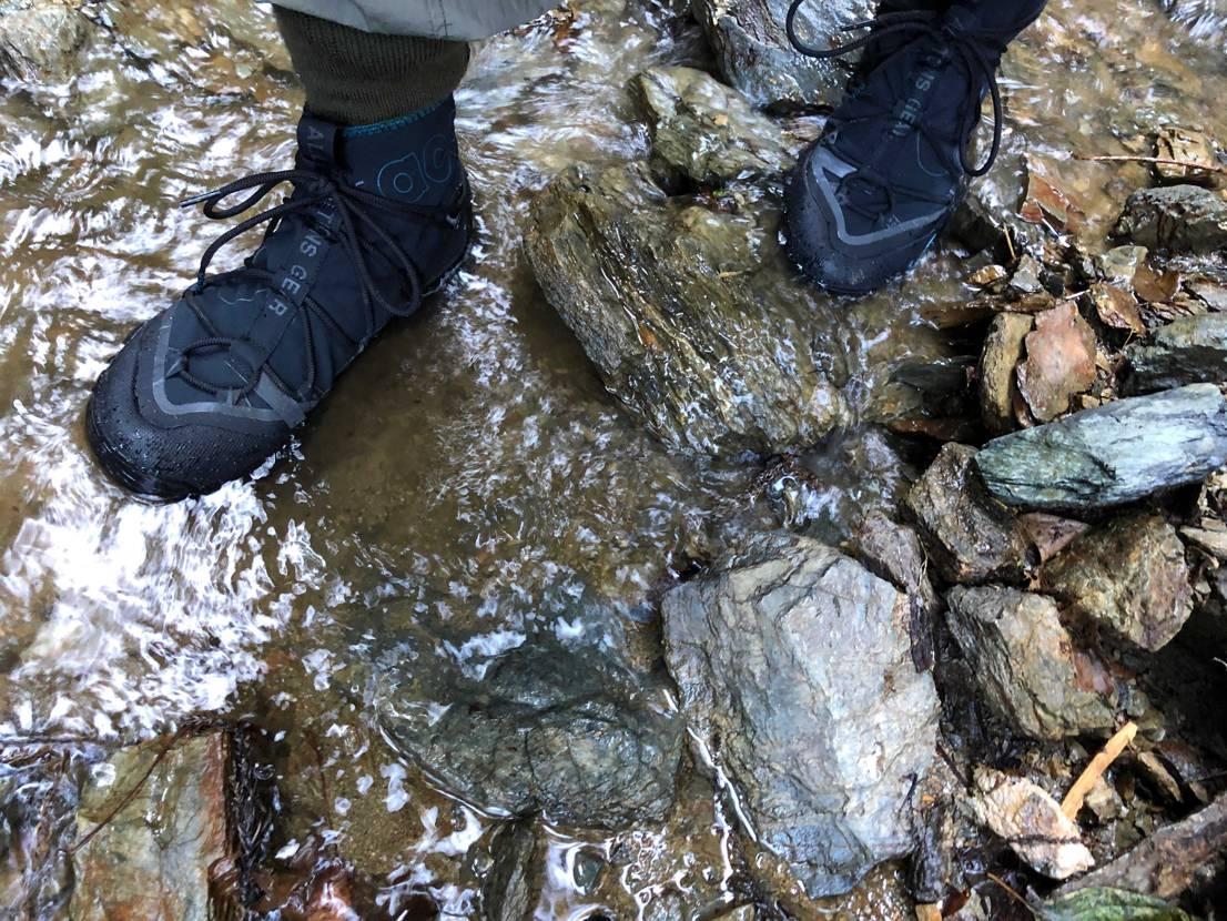 山道でもグリップきいて滑りづらかったです! 思ってたより軽く1日軽快に歩いたり