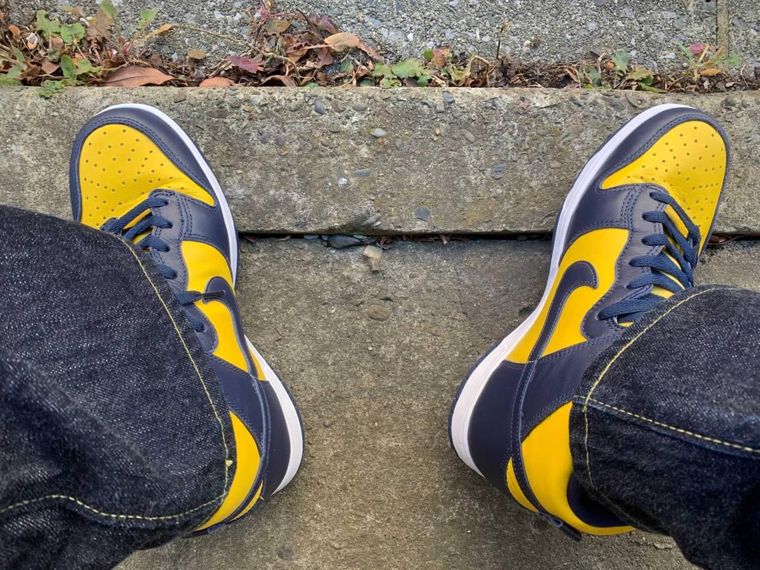 本日はSNKRSでゴッテムできたそっちの黄色いのが昨日届いたのであっちの黄色いの