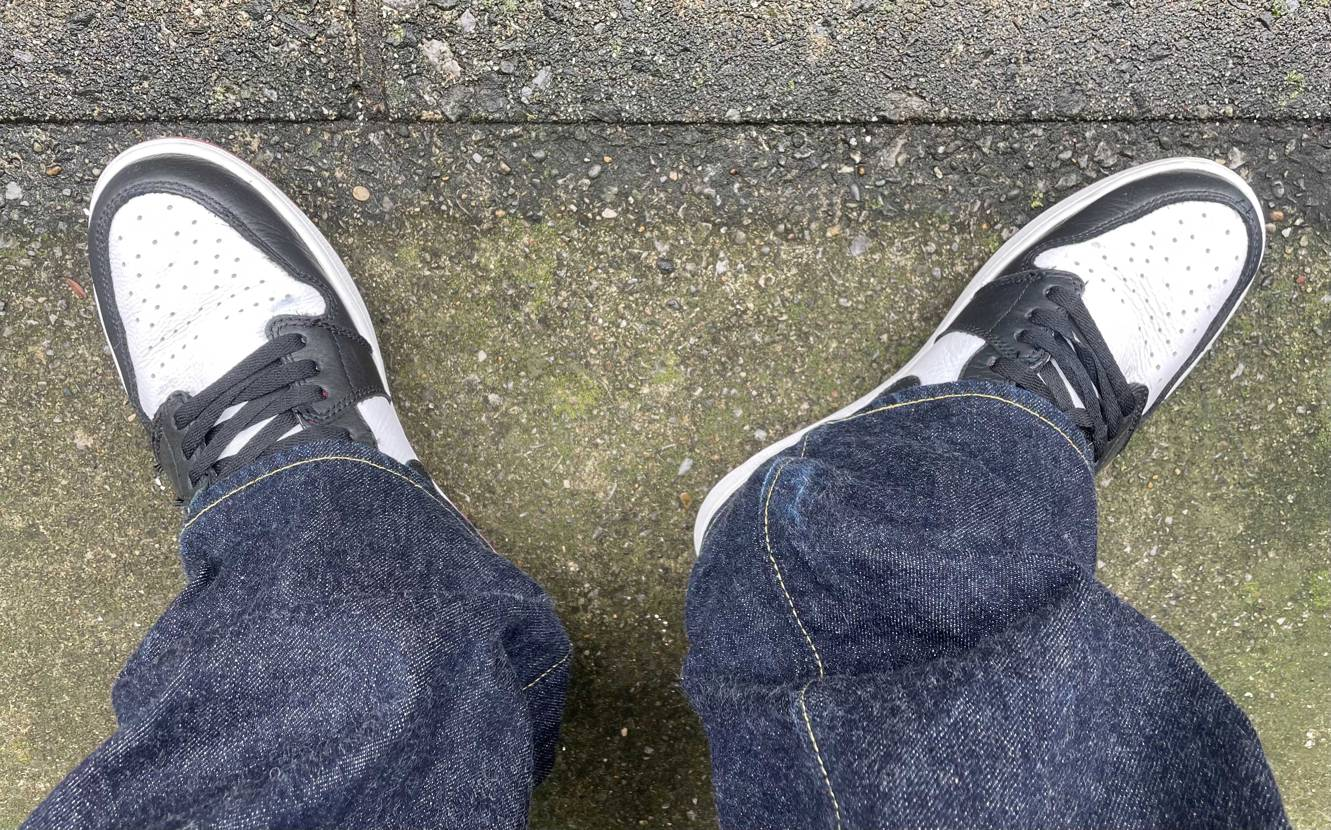 連日の雨でAJ1Mid レイガンズばかり履いていたので今日はブラッドラインです。