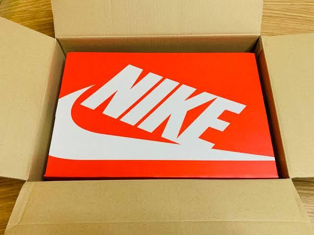 皆さんにNIKEの靴の梱包について 教えていただきたいです。 写真はお借りし
