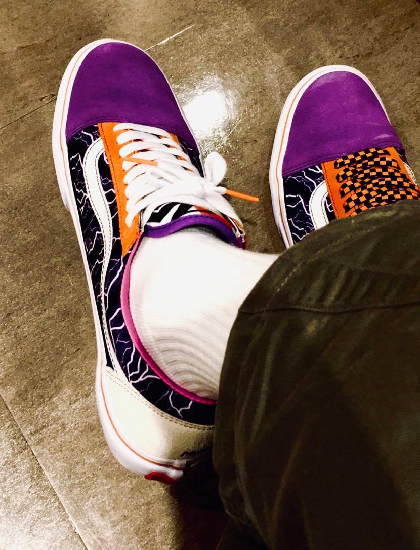 今日はこの1足でお仕事へ👟👟👟 カラーリング、配色と⚡️が絶妙で面白い1足です