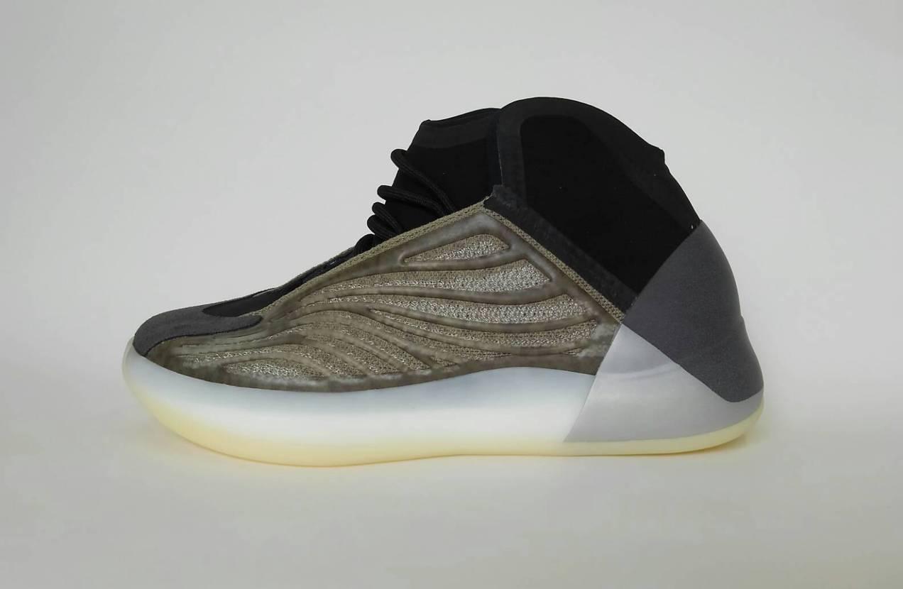 Adidas Yeezy Quantum Barium 独特のデザインがカッコい
