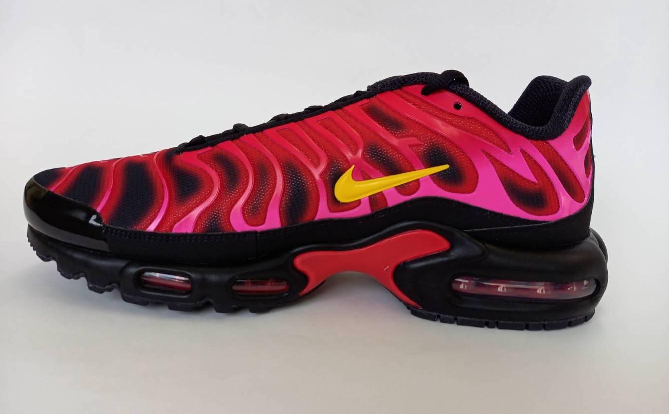 Supreme × Nike Air Max Plus TN Fire Pink