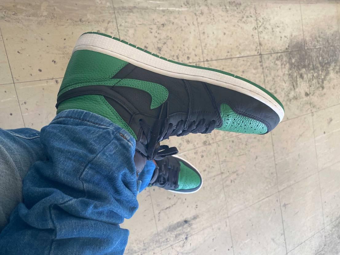 本日はパイングリーン履いてみました。 理由はダークグリーンのロンTを着たから…