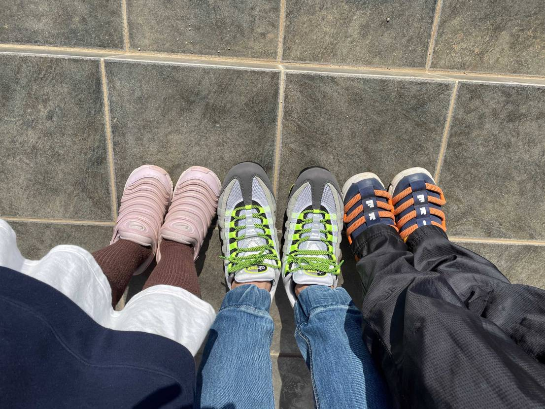 今日は天気が良くてお散歩日和。 4月から小学生になる娘と通学路をお散歩。
