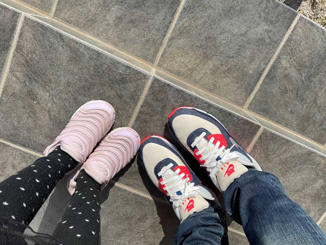 今日も天気が良くて暖かいので、娘と一緒に通学路をお散歩。デンハム90初履き。