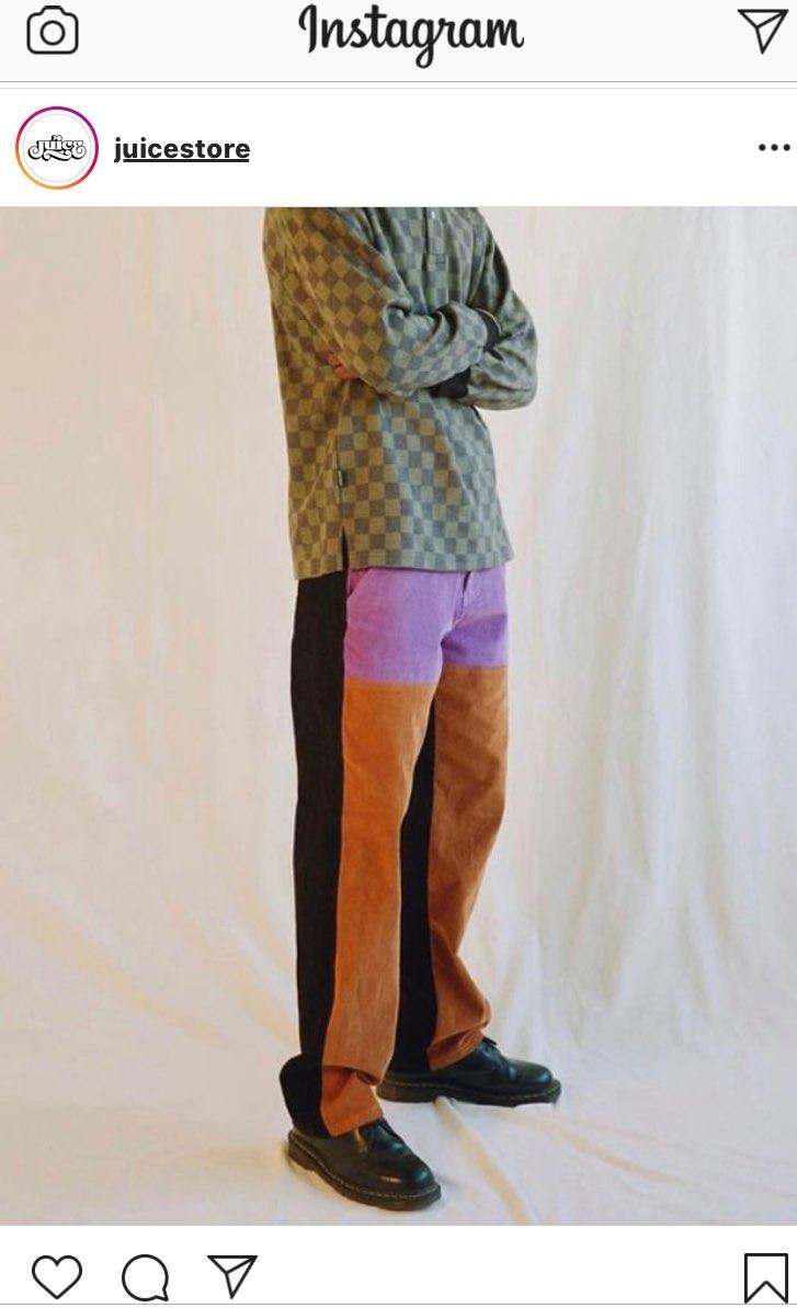 スニーカーじゃないけどユニークなズボンですね。パンツだけみたい