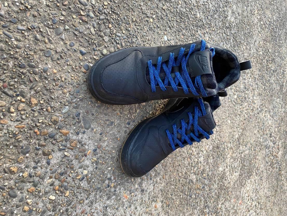 シューレースがいらないから、黒のコートバーローというやっすい靴に移植してみたら、