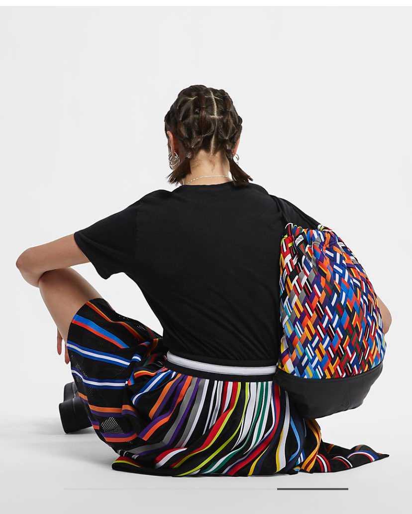 このスカート凄い可愛いと思って奥さんにあげたいんですがNIKEのサイト内で見つか