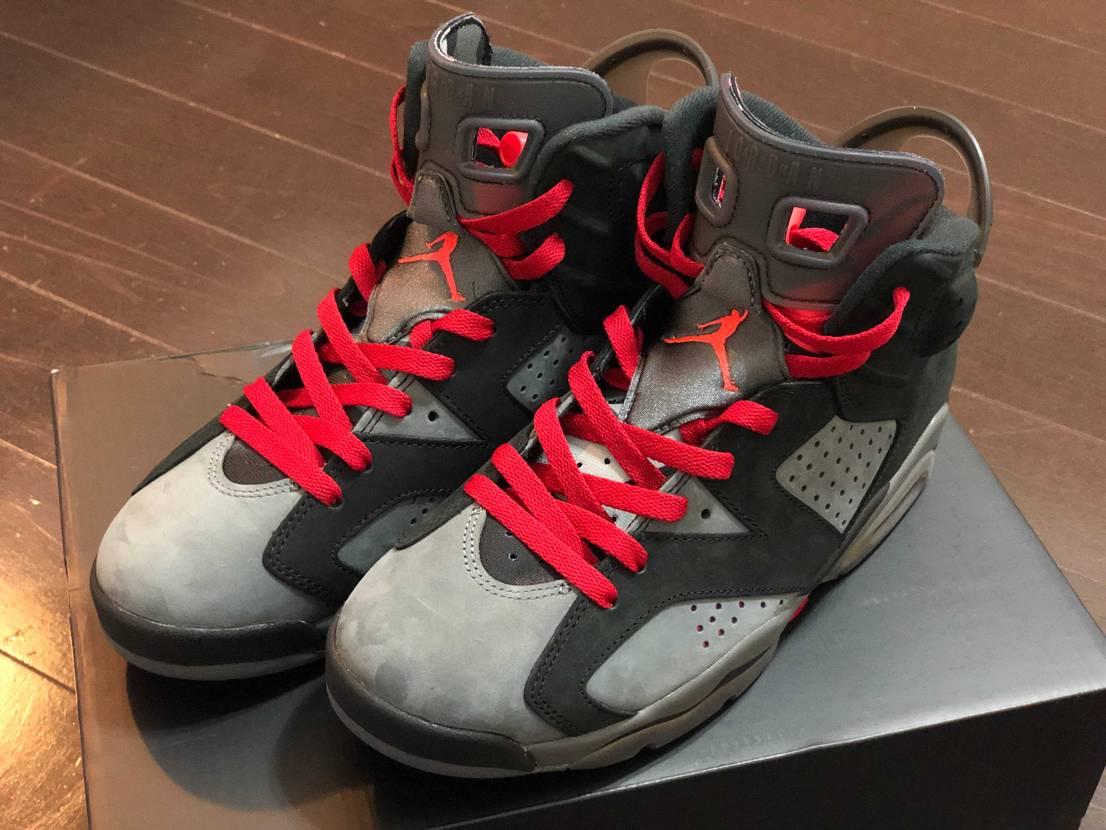 jordan6 psgです。 靴紐黒かグレーか赤で迷ってます。 持ってる方は
