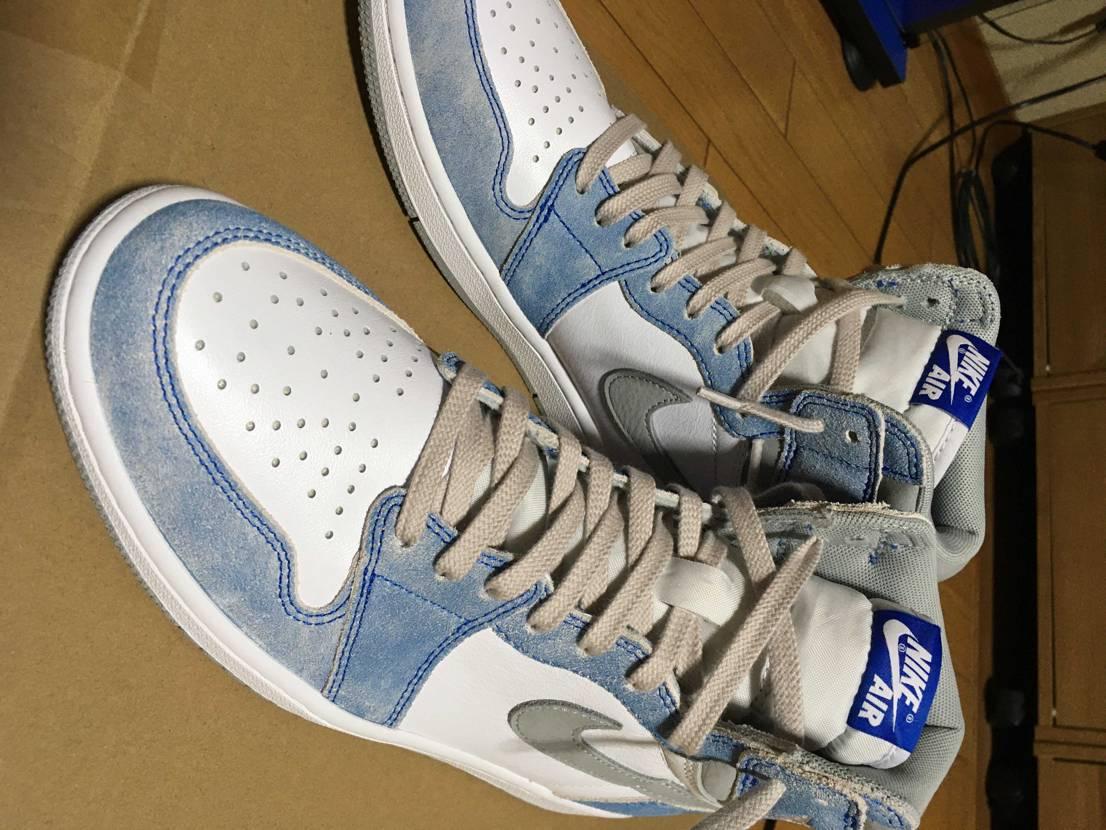 スニダンで購入。やっぱり靴紐はライトグレーだな。